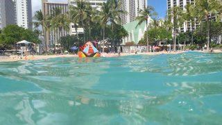 ワイキキでシュノーケル。クヒオ・ビーチで子どもと一緒に泳ごう